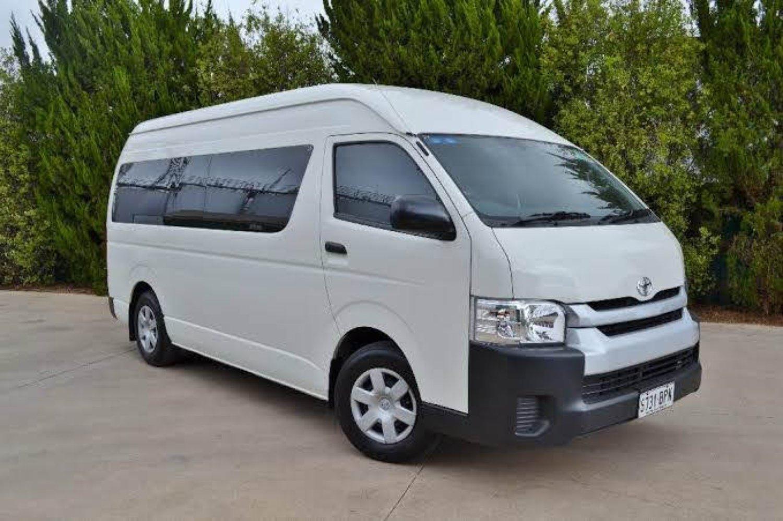 Ketahui 5 Kelebihan Sewa Mobil Minibus Dengan Sopir Saat Berlibur Di Bali